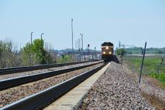 aproximação da locomotiva do trem imagens de stock