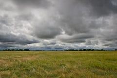 Aproximação das nuvens de tempestade imagem de stock royalty free