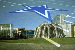 A aproximação dos vaqueiros e a estrela assinam dentro Frisco TX imagem de stock