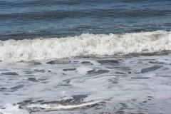 Aproximação espumosa da onda Imagem de Stock