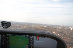 Aproximando a pista de decolagem Imagem de Stock Royalty Free