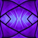 aproximar o vitral em roxo e em azul colore, com efeito da simetria e da reflexão, fundo e textura ilustração stock