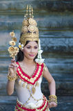 Apsara服装的Khemer妇女在吴哥Wat- 11月25,2011 免版税图库摄影
