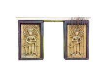 Apsara/高棉天使夫妇在柬埔寨传统的美好的入口装饰的,被隔绝 图库摄影