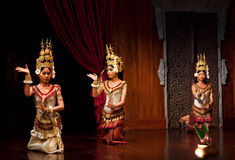 Apsara Dance, Cambodia. SIEM REAP, CAMBODIA - JANUARY 11: Young cambodian dancer girls performing in traditional costume on January 11, 2013 in Siem Reap Royalty Free Stock Photos