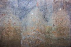 Apsara dansare stenar att snida, lite varstans på väggen på den Angkor waen Royaltyfri Fotografi