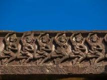 Apsara dansare stenar att snida på historiska Phimai parkerar Royaltyfria Bilder