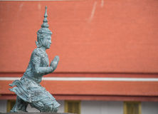 Apsara på watdevaraj Bangkok Thailand Royaltyfri Fotografi