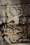 Apsara que cinzela no templo de Bayon, dança de Apsara fotos de stock royalty free