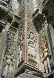 Apsara sned stenen på pelaren, Angkor Thom royaltyfri foto