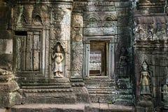 Apsara stencarvings på väggen av Angkor Ta Prohm Royaltyfri Bild