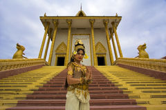 Apsara-Tänzer Performance im Tempel Stockfotos