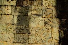 Apsara-Tänzerflachrelief auf altem Angkor-Tempel Stockbild