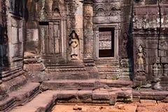 Apsara y puerta adentro en Angkor Wat Imágenes de archivo libres de regalías