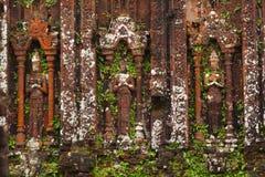 Apsaras и devatas высекли в камне в городе Angkor Стоковая Фотография
