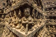 Apsaras stencarvings på väggen i Angkor Thom Royaltyfri Fotografi