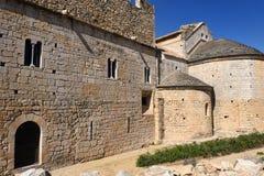 Apsis en Gotische voorgevel van het klooster van Vilabertran, Alt Empo Stock Foto