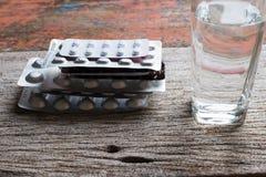 Apteka temat, medycyn pastylek antybiotyczne pigułki w pakunku fo Fotografia Stock