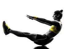 A aptidão da mulher tritura a silhueta dos exercícios foto de stock royalty free