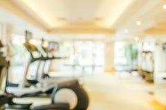 Aptidão do borrão e interior abstratos da sala do gym fotografia de stock royalty free