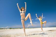 Aptidão em uma praia Imagens de Stock Royalty Free