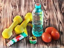 Aptidão home - alimento, bebida, material desportivo fotos de stock royalty free