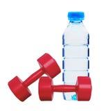 Aptidão vermelha dos dumbbells e frasco da água Imagens de Stock Royalty Free