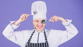 Aptit och smak Traditionellt kulinariskt Yrkesm?ssig kock av kulinarisk skola Akademi f?r kulinariska konster Kulinarisk skola arkivbild