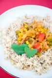 aptitretande rice för garneringmaträtthjärta Arkivbild
