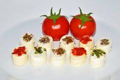Aptitretareost och körsbärsröd tomat Arkivfoton