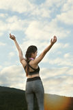 aptitud, deporte y concepto sano de la forma de vida - wom adolescente feliz Fotografía de archivo libre de regalías
