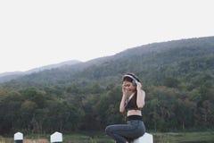 aptitud, deporte y concepto sano de la forma de vida - wom adolescente feliz Fotografía de archivo