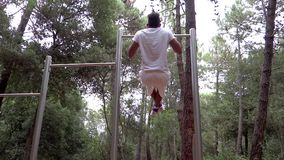 Aptitud, salud, haciendo entrenamiento al aire libre almacen de metraje de vídeo