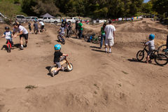 APTOS-BY - APRIL 14: 4th Årliga Santa Cruz Mountain Bike Fe Arkivbild