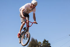 APTOS-BY - APRIL 14: 4th Årliga Santa Cruz Mountain Bike Fe Arkivbilder