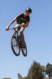 APTOS-BY - APRIL 14: 4th Årliga Santa Cruz Mountain Bike Fe Arkivbilder
