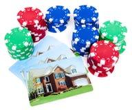 Apueste las virutas de póker de la casa a hipoteca excluida Fotos de archivo