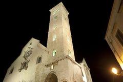 apulia大教堂中世纪晚上trani 库存照片