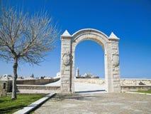 apulia曲拱堡垒小的trani 免版税库存照片