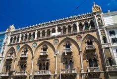 apulia巴里fizzarotti宫殿 驳船 普利亚 意大利 免版税图库摄影