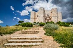 apulia castel del意大利monte 免版税库存图片
