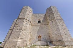 Apulien, Italien: Hinterer Eingang Castel del Montes lizenzfreie stockfotografie