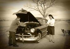 Apuro del coche, apuro de la esposa imagenes de archivo