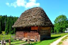Apuseni山的典型的房子,特兰西瓦尼亚 免版税库存图片