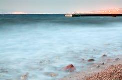 aqaba που εξισώνει αργά κοντά στην πόλη Ερυθρών Θαλασσών αποβαθρών Στοκ Φωτογραφία