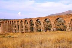 Aquädukt der Feldgeistlichen Tembleque IX lizenzfreie stockbilder
