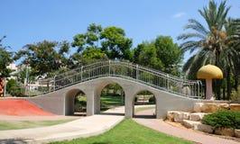 Aquädukt in einem Kind-` s Park in der Stadt von Holon in Israel stockfoto