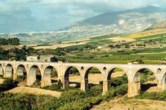 Aquädukt-Eisenbahnbahn Lizenzfreie Stockbilder