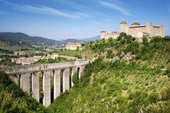 Aquädukt in Spoleto. Italien stockbild