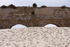Aquädukt von Caesarea Stockbilder